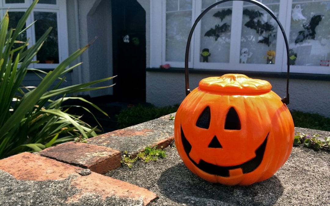 5 Safety Tips for Halloween Decorating